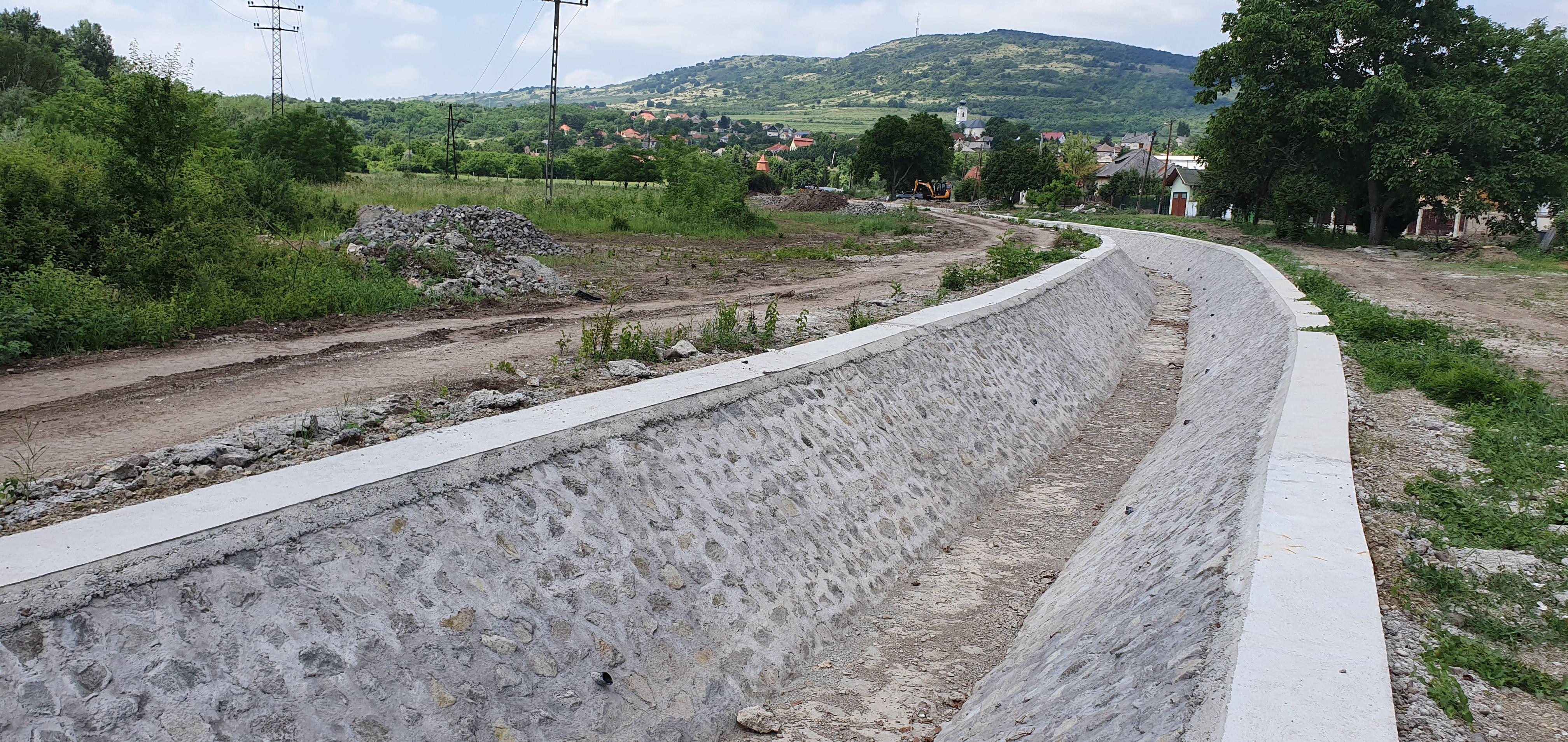 Jó ütemben halad a Pongor-patak felújítása